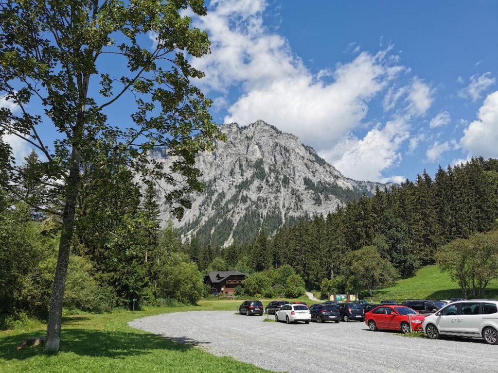 Hier beginnt der Weg am Parkplatz Grüner See